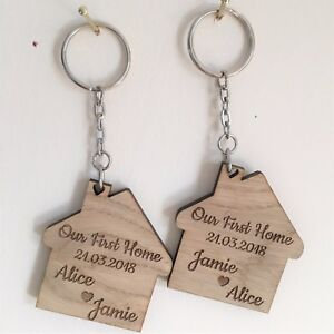 2-x-PERSONALISED-KEYRINGS-OUR-FIRST-HOME-WOODEN-OAK-GIFT-HOUSE-WARMING