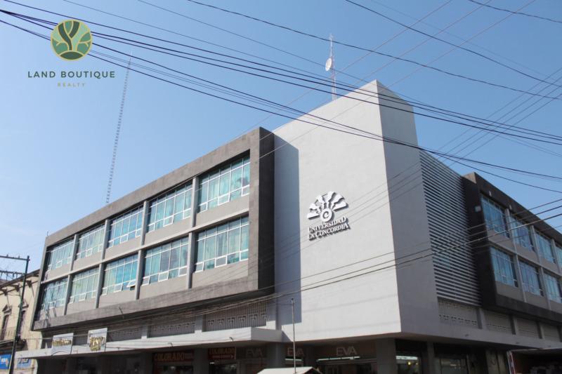 Edificio céntrico en renta.