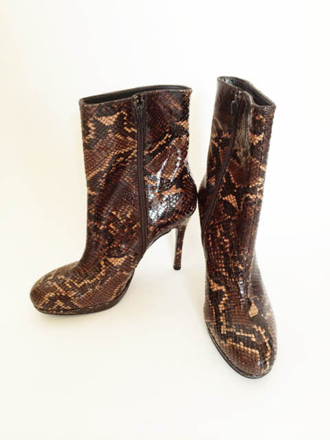 STUART WEITZMAN BROWN SNAKE SKIN ANKLE BOOTS Sz 37