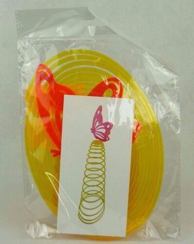 Windspiel Spirale für Garten und Terasse leuchtend orange mit Schmetterling