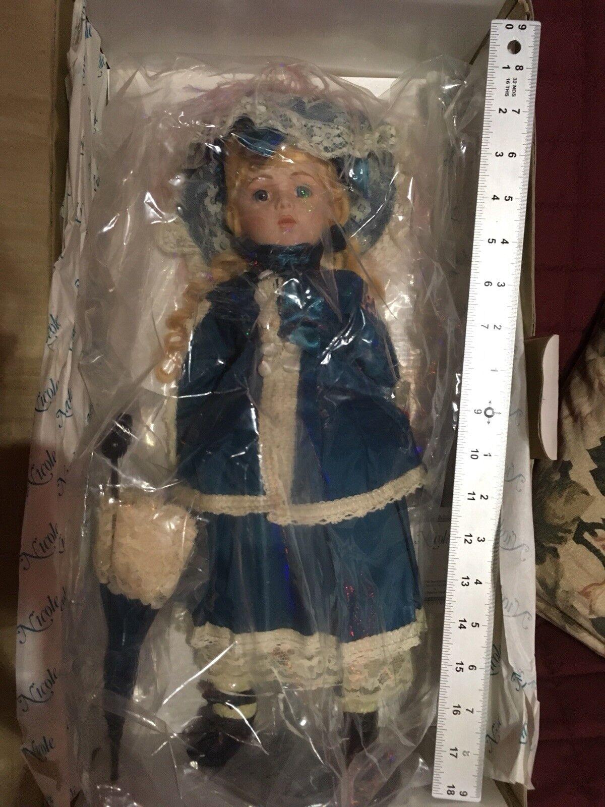 "Hamilton Collection  ""Nicole"" porcelain bambola  ordinare on-line"