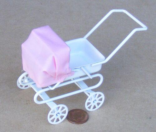 Échelle 1:12 Blanc landau rose capuche tumdee Dolls House Miniature Nursery 1843