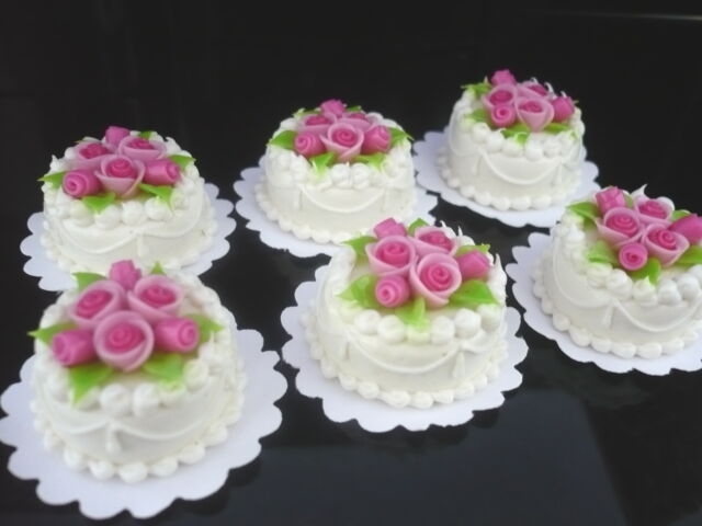 2 Chocolate Round Cake Top Red Pink Rose Dollhouse Miniatures