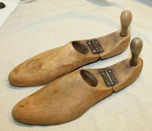 ancienne paire de forme a chaussures en bois