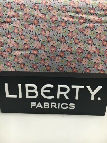 Liberty/'s Winterbourne House Primula Posey  Quilting Cotton Fat Quarter