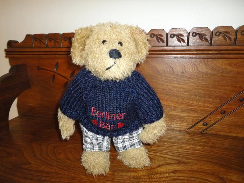 Germany Berliner Baer Bear With Sweater Interprasent
