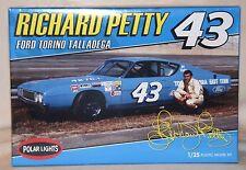 Polar Lights Richard Petty 43 Ford Torino Talladega Model Car Kit 1 25