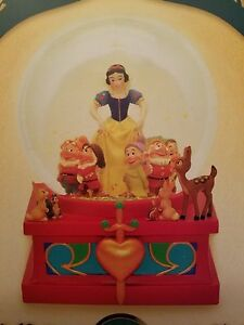 Disney-D23-Expo-EXCLUSIVE-Art-of-Snow-White-Snow-Globe-Limited-Release-NEW