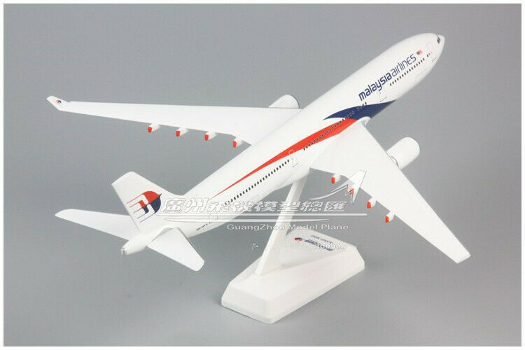 32CM 1 200 Malaysia Airlines AIRBUS A330 Passenger Airplane ABS Plastic Model