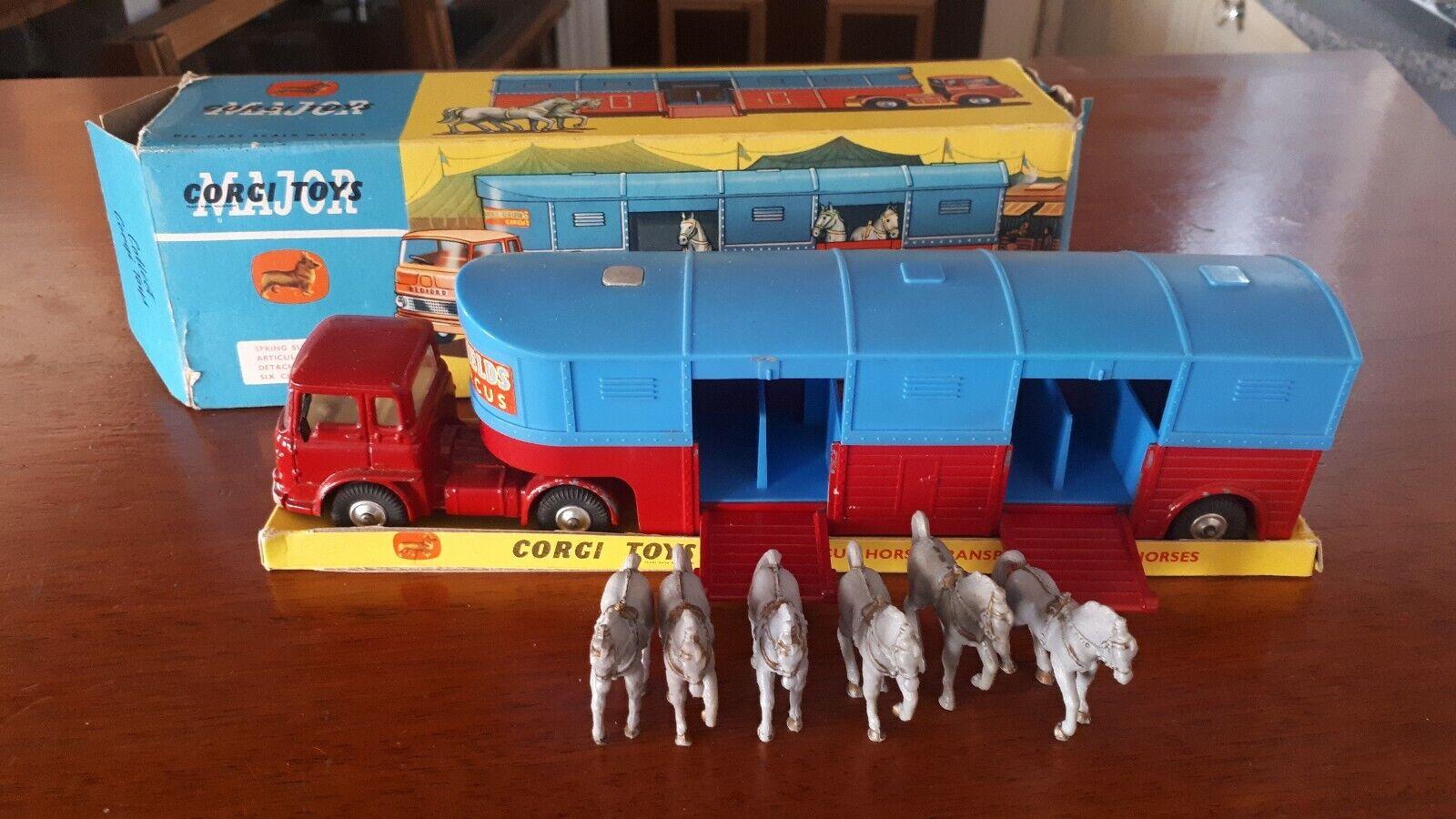 CORGI 1130 circus horse transporter with horses Boxed