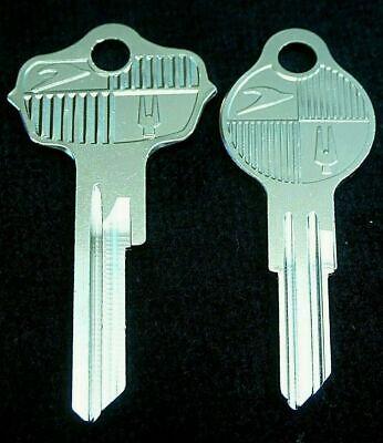 COMMANDER CHAMPION HAWK STUDEBAKER LARK Logo KEY blank SET Fits many 1947-1963