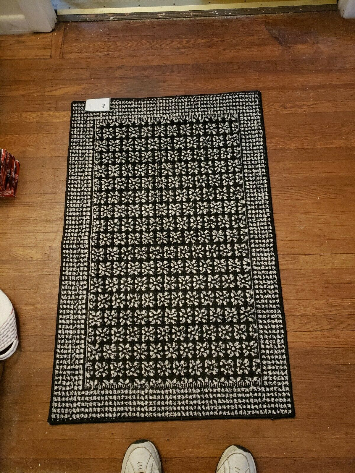 X46 Medallion Tufted Accent Rug