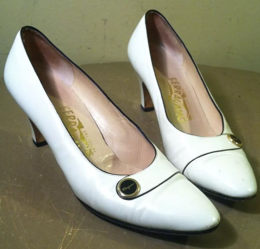 SALVATORE FERRAGAMO    White Leather Classic Heels Pumps shoes 7.5AA 9539ee