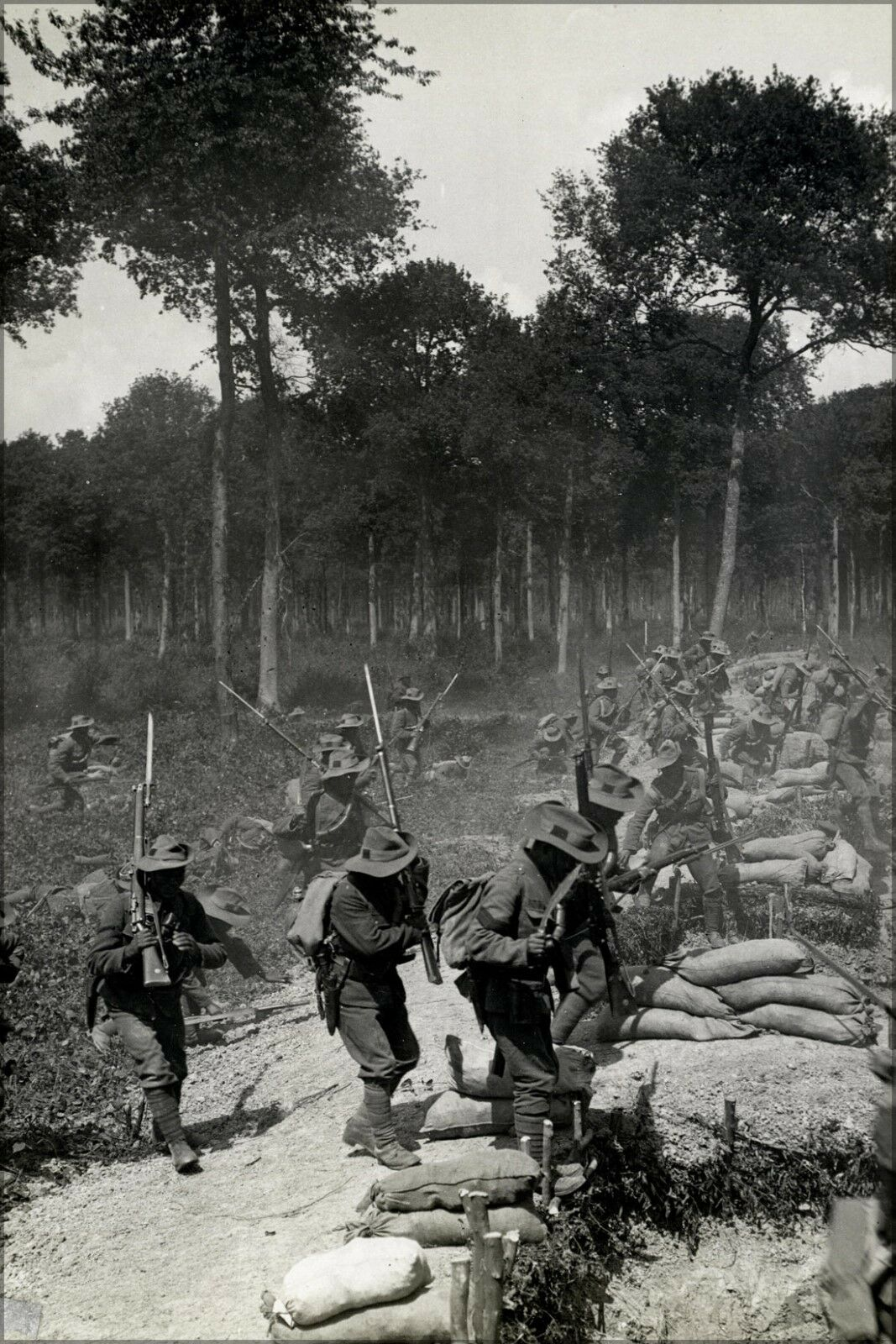 Plakat, Viele Größen; Gurkhas Aufladen A Trench Nahezu Merville,