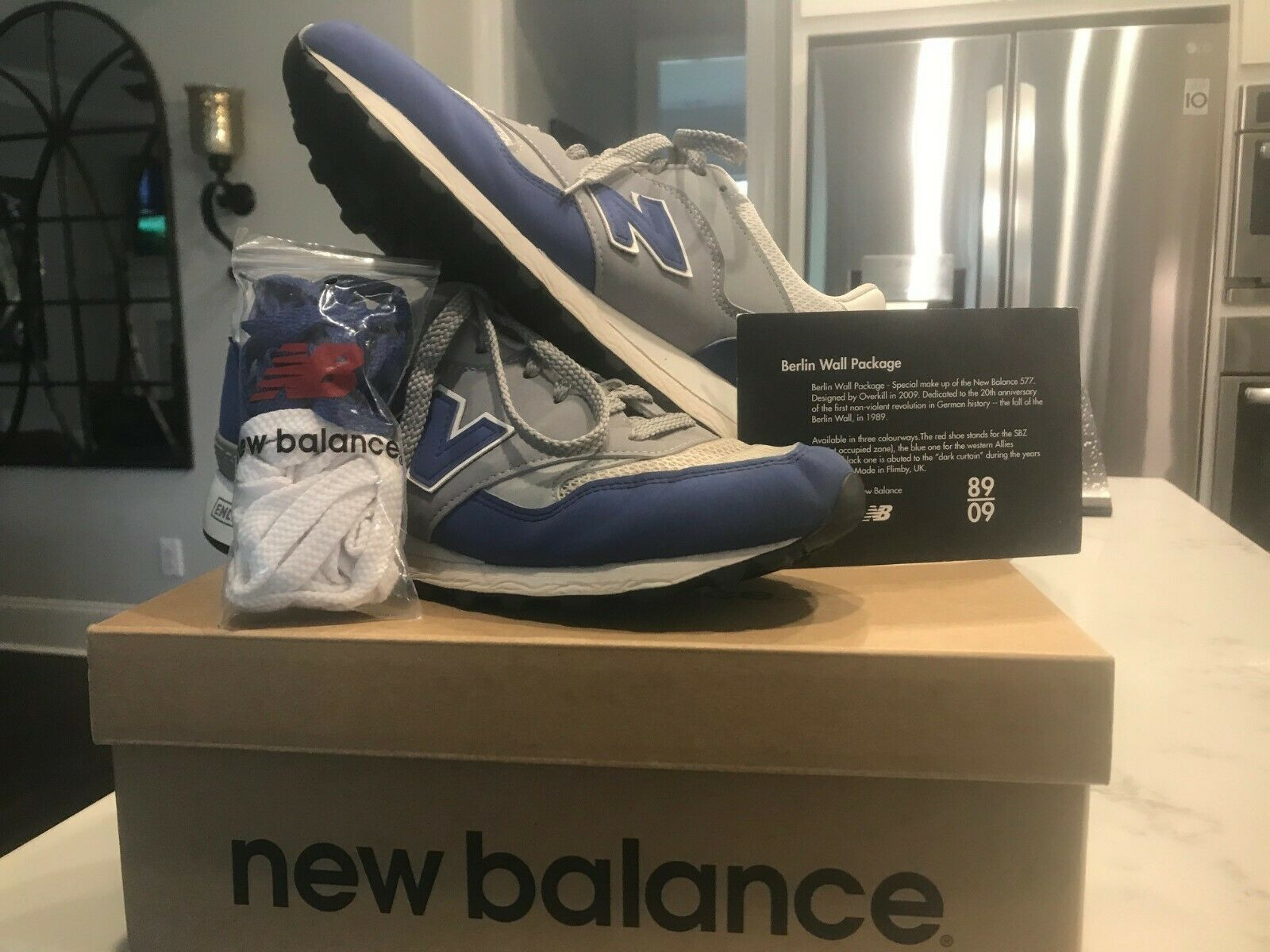 NEW BALANCE BWG577 X BERLIN WALL COLLECTION blueE  WHITE SIZE 9.5 RARE