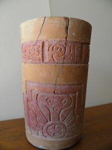 vase-cylindrique-precolombienne-en-terre-cuite-culture-Maya