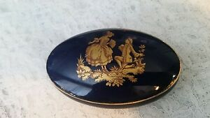 Vintage-France-Limoges-oval-Courting-Couple-Trinket-Box-Cobalt-blue-amp-gold