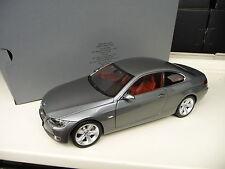 1:18 Kyosho BMW E92 330 i Coupe  grau metallic Dealer Edition NEU NEW