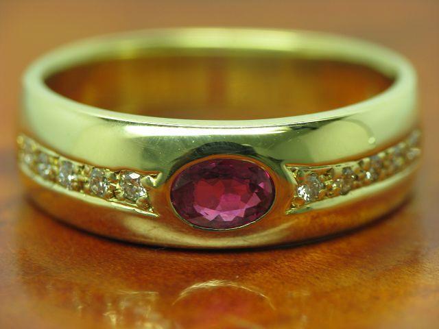 14kt 585 yellowgold Ring mit 0,10ct Brillant & 0,35ct Rubin Besatz   6,4g   RG 53