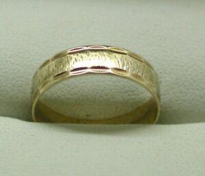 1980-039-s-Vintage-9-Carat-Gold-patterned-Wedding-Ring-Size-L-1-2