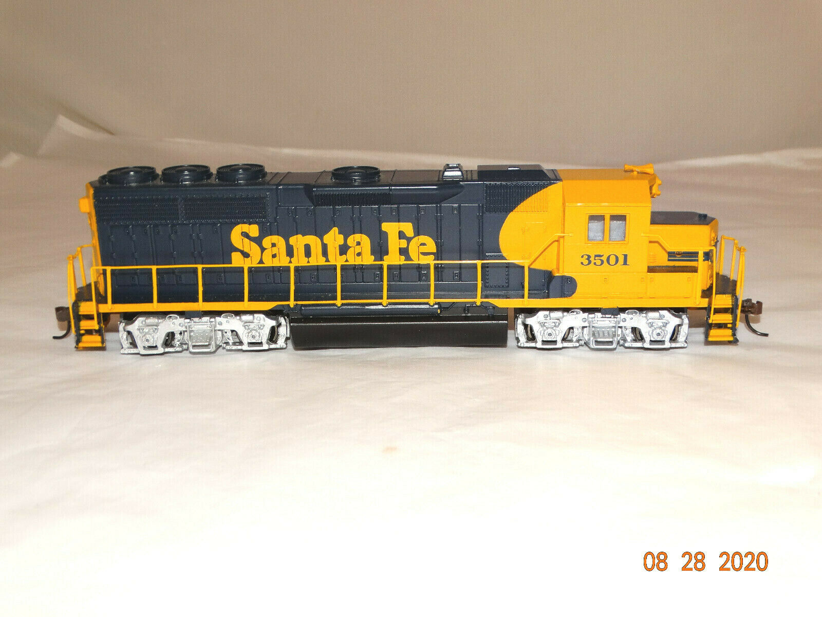 Bachmann 0567 Ho Scale Santa Fe Emd Gp40 Diesel Locomotive Rd 6067 For Sale Online Ebay
