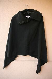 Schwarzer-Poncho-Schulterueberwurf-mit-geknoepftem-Kragen-von-Mac-amp-Jill-Onesize