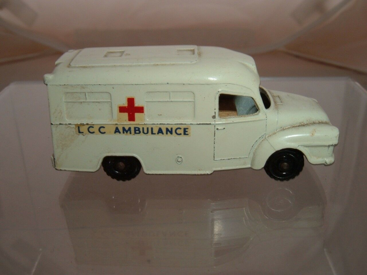 MATCHBOX LESNEY 14C LOMAS AMBULANCE CLEAN ORIGINAL VINTAGE SCROLL DOWN 4 PICS