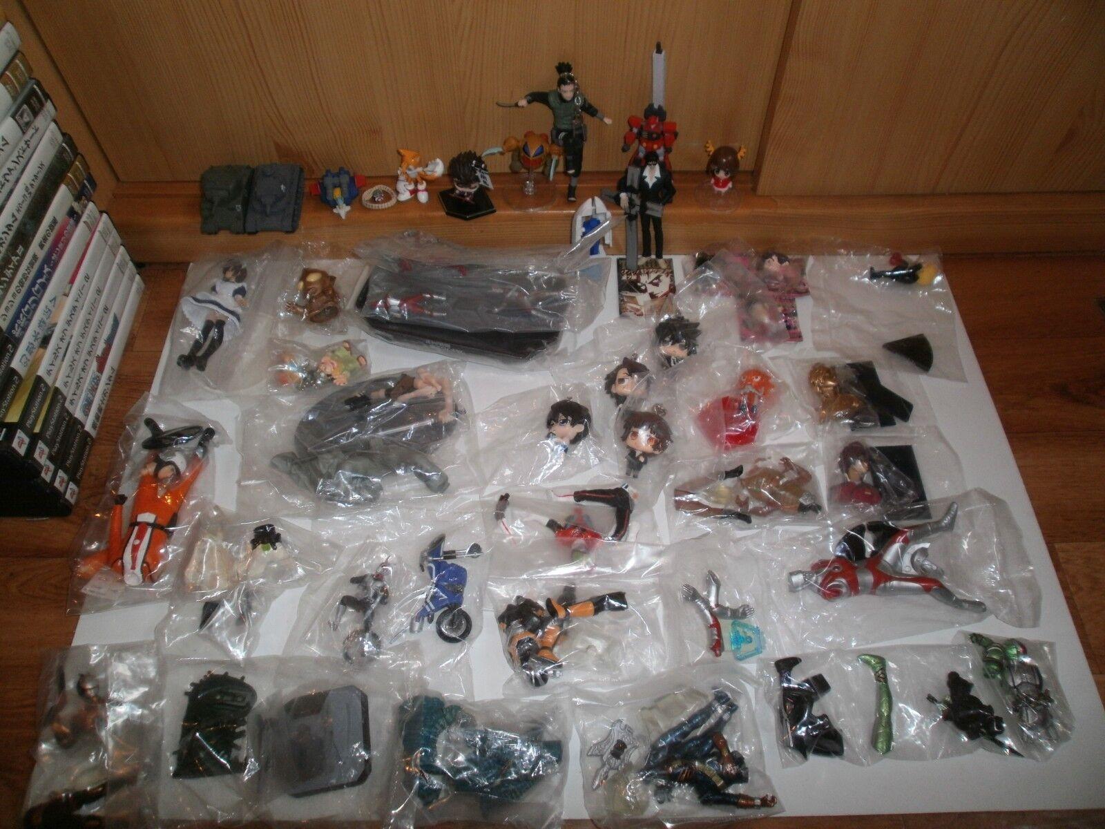 Lot de 40 Figurines (Gashapons, Keychains, etc...) diverses séries(28 neuves) L1