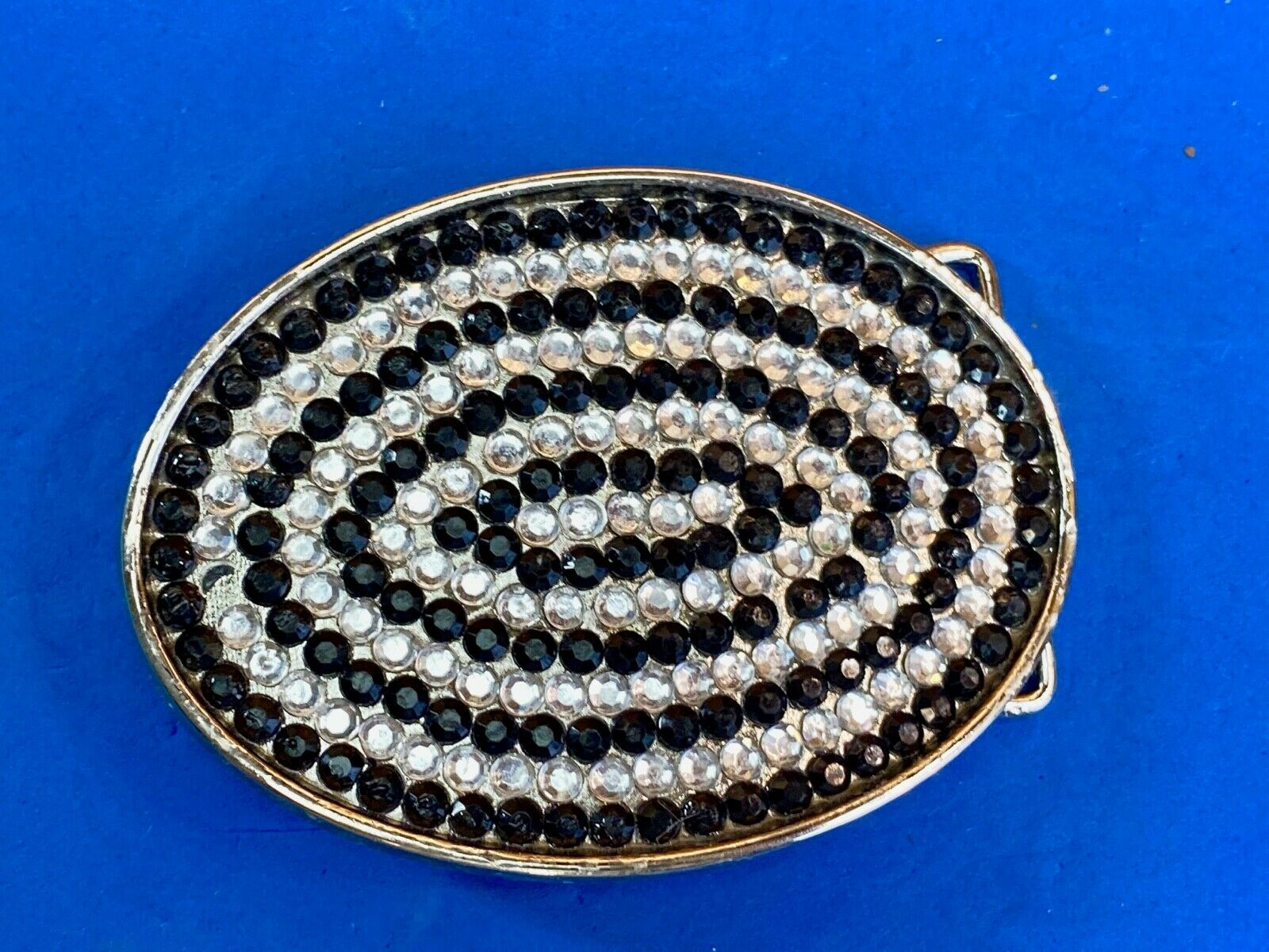 Beautiful black and white rhinestones psychedelic swirl on oval belt buckle