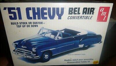 AMT 608 1951 CHEVY BEL AIR CONVERTIBLE 2n1 1//25 FS Model Car Mountain KIT
