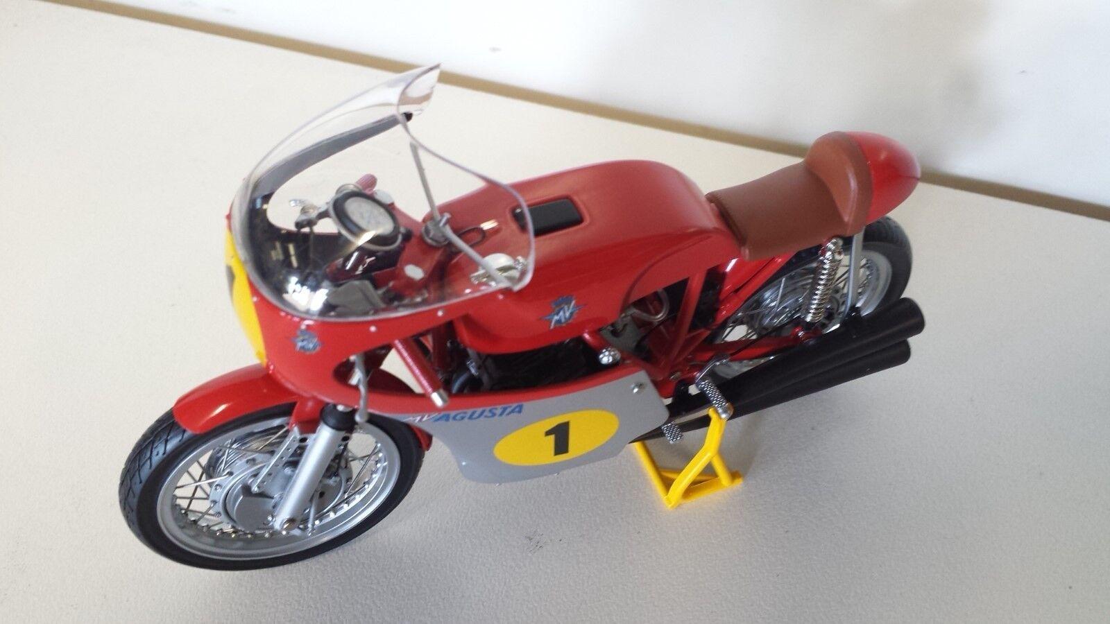 G. Agostini.MV Agusta 500cc.GP 1970.Minichamps 1  12