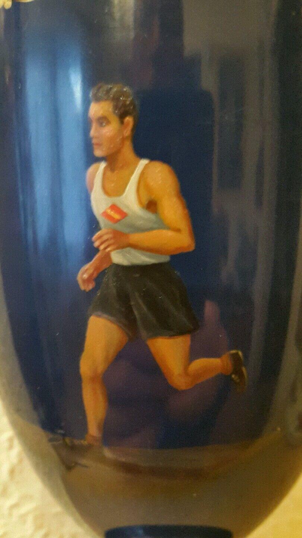 Pokale.Mit Bemalung und signiert.Motiv Marathonläufer.In blau mit mit mit Goldauflage. 7be286