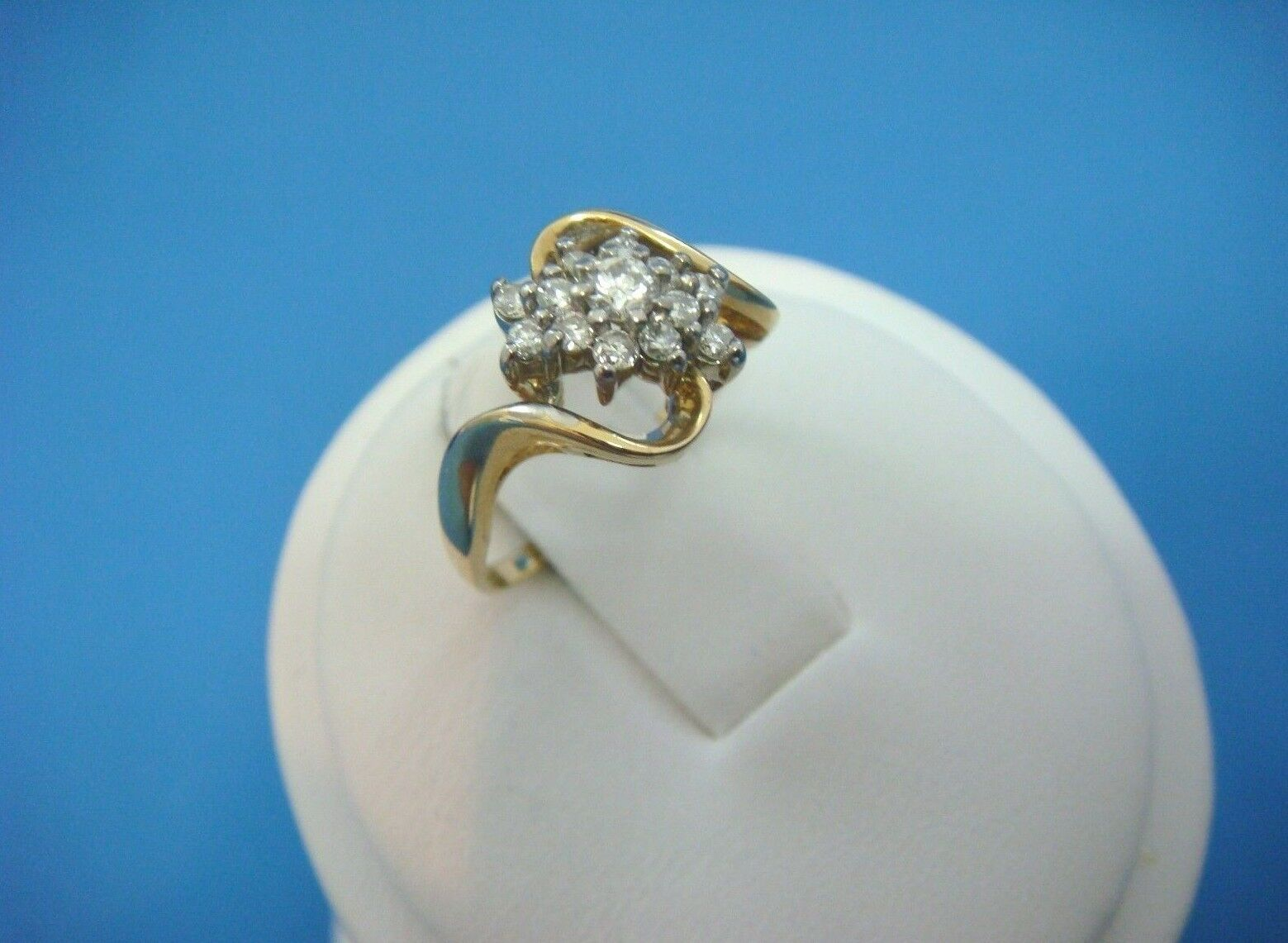14K YELLOW gold  CLUSTER DESIGN LADIES RING 0.25 CT T.W. HIGH QUALITY DIAMONDS
