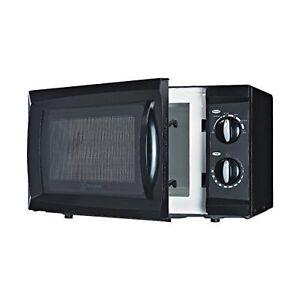 WCM660B 600 Watt Counter Top Microwave Oven