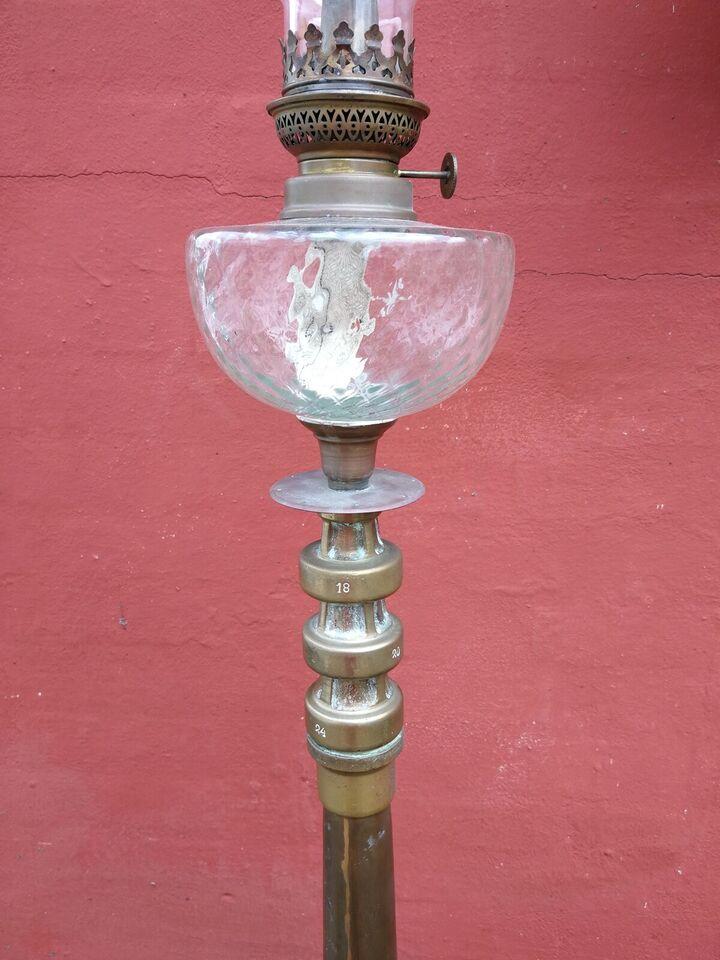 Andre samleobjekter, Petroliumslampe lavet af gammelt