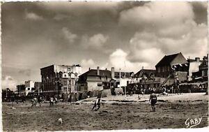 CPA-Coutainville-La-Plage-et-les-Jeux-632975