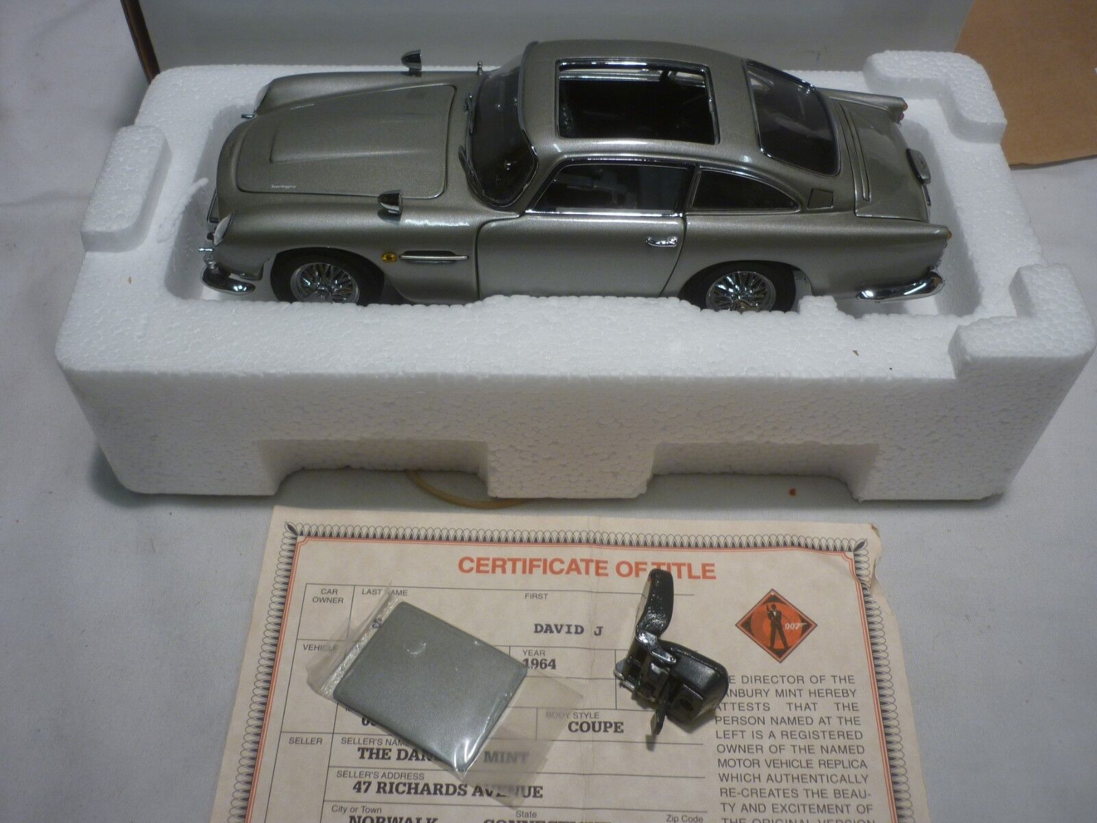 Danbury mint  James Bond Aston Martin DB5, with paperwork,  Boxed, ( NMB )