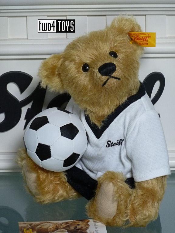 STEIFF CLASSIC TEDDY BEAR GERMAN SOCCER PLAYER 2006 - 22cm   8.8in. EAN 002908