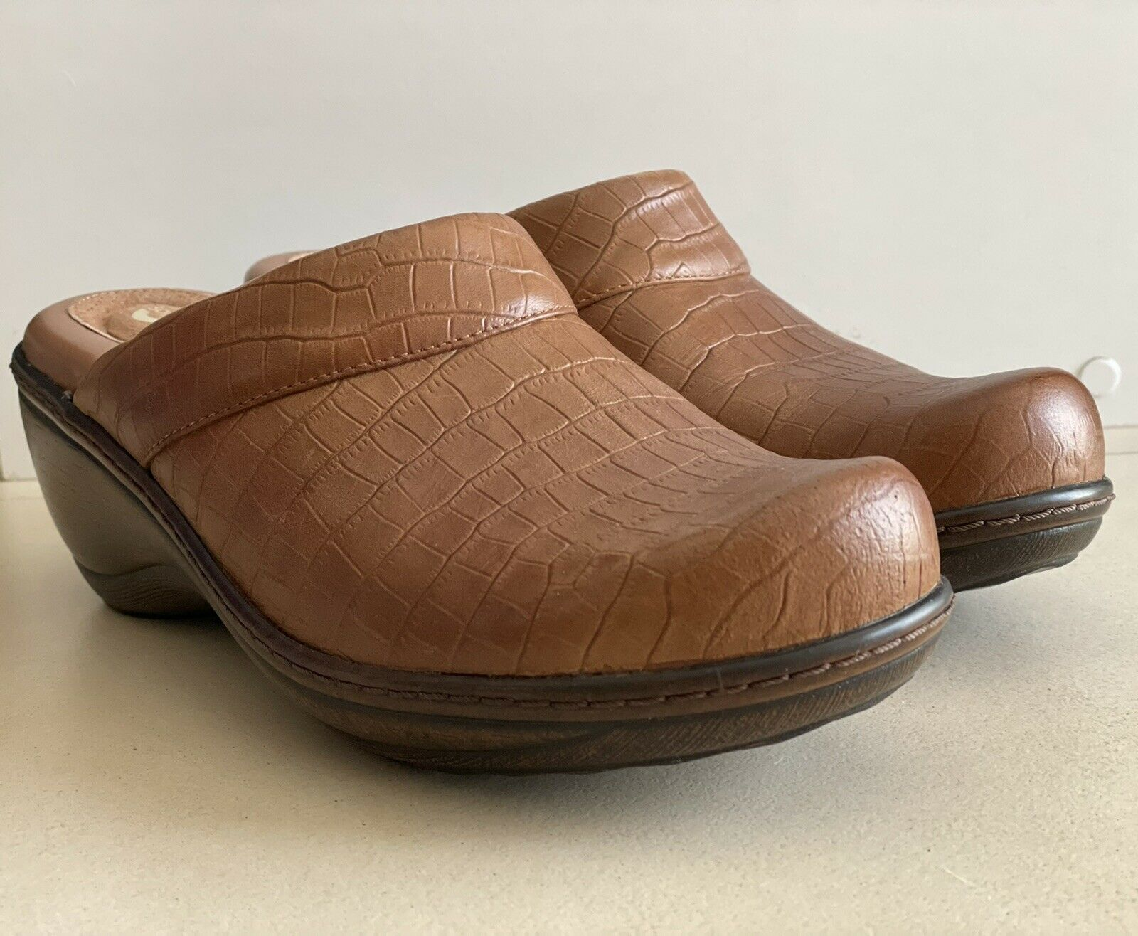 Softwalk Light Brown Mules Clogs Wedge Slip on Comfort 8 Womens Leather NEW