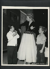 EVELYN KEYES + BILLY CURTIS + JIMMY HUNT - 1948 CANDID DBLWT BY JOE WALTERS