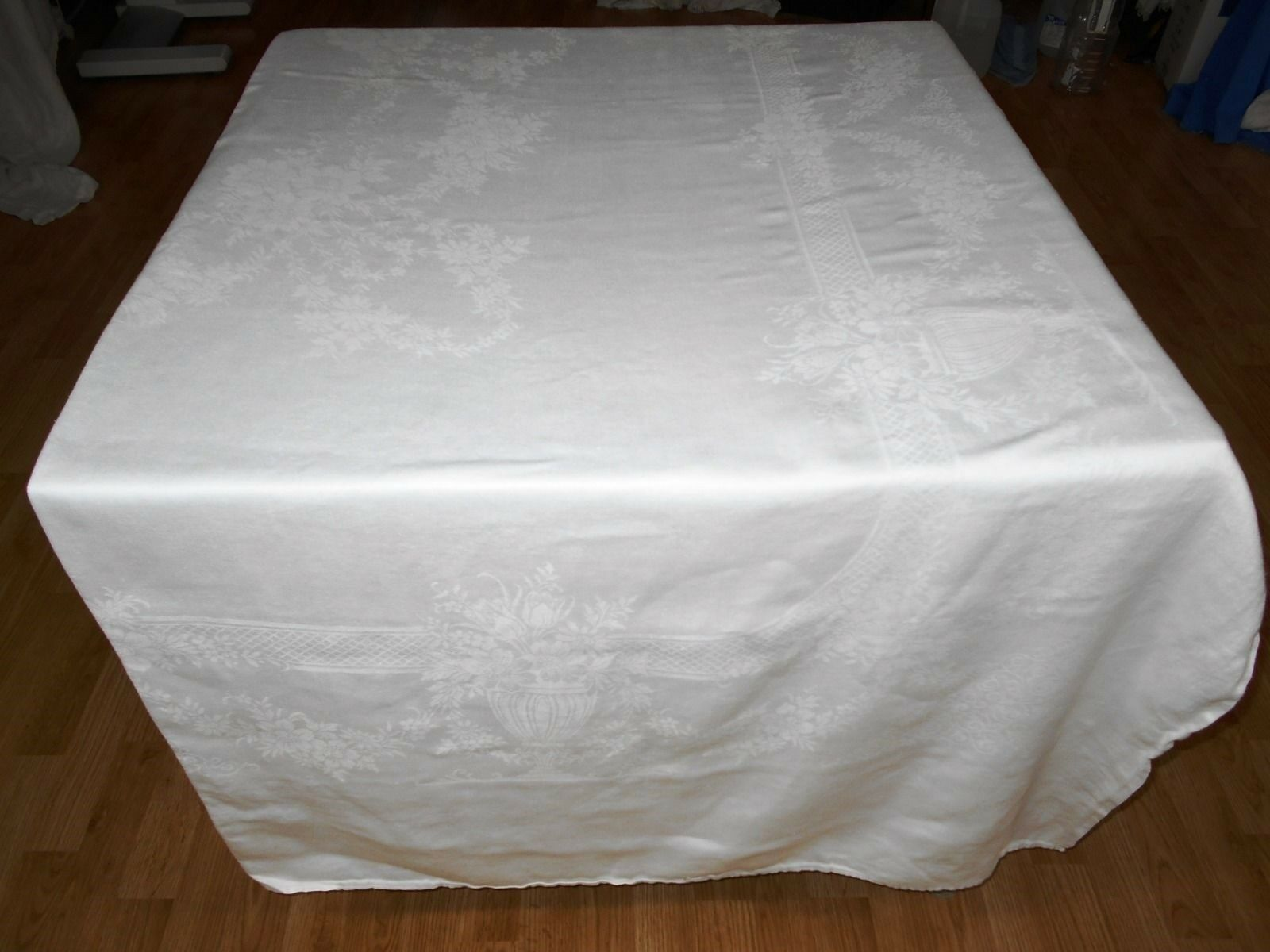 69X121 Vtg Antique blanc IRISH LINEN DOUBLE DAMASK Tablecloth