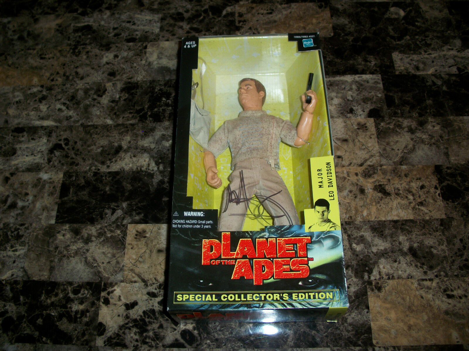 Mark Wahlberg Rare Hand Signed Plantet Of The Apes 12