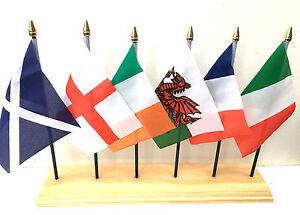 """Six Pays Participants Polyester Table Bureau Drapeau Set 6"""" X 4"""" + 6 Trou Base-afficher Le Titre D'origine Un Style Actuel"""