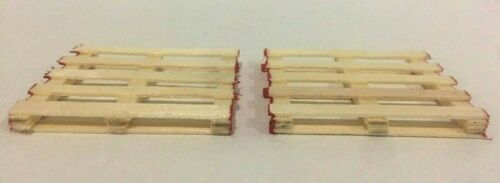 O Scale Wooden Pallets W// Red Sides 2 Pack