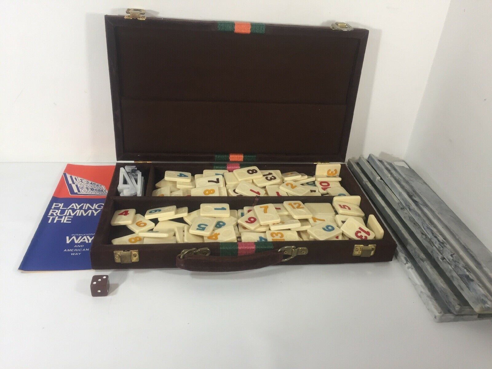 Vtg Rummy Tile  gioco International & American Way Corduroy Case Early Rummikub  rivenditore di fitness