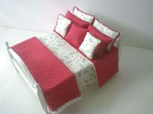 Miniature Dollhouse Handmade Christmas Bedspread Comforter /& 7 Pillows