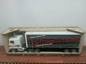 Vintage NYLINT GMC '18 WHEELER' GM GOODWRENCH SERVICE PARTS OPERATIONS