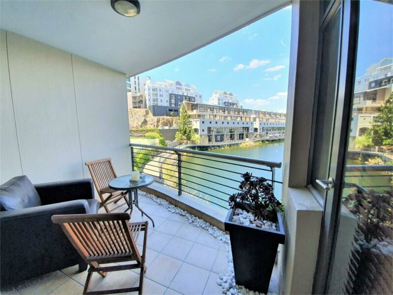 NEAT, BEAUTIFULLY FURNISHED 2 BEDROOM APARTMENT AVAILABLE IMMEDIATELY