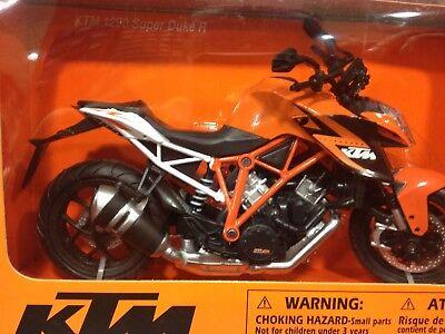 Ktm 1290 Super Duke R moto modelo 1:12 por el Newray