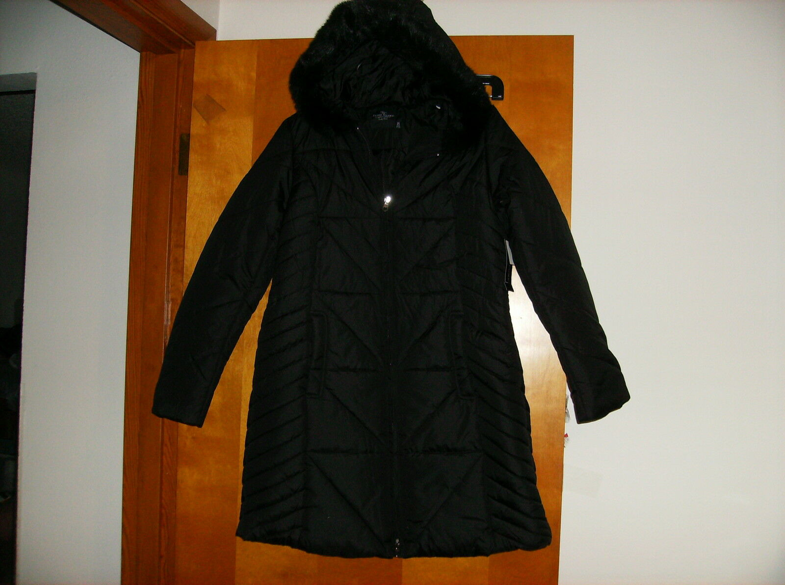NEW LADY'S 3 4 LENGTH WINTER COAT w  ATTACHED FAUX FUR TRIMMED PARKA..sz..MEDIUM